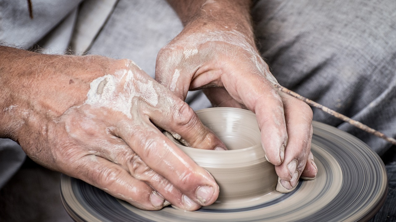 taking a pottery class when active adult living