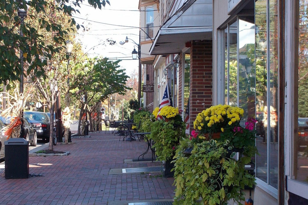 shopfronts in downtown chapel hill